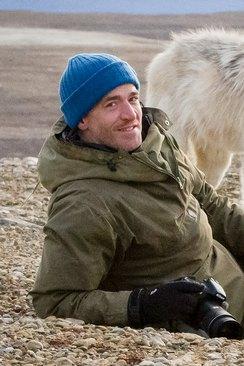 Arktisen susiperheen matkassa